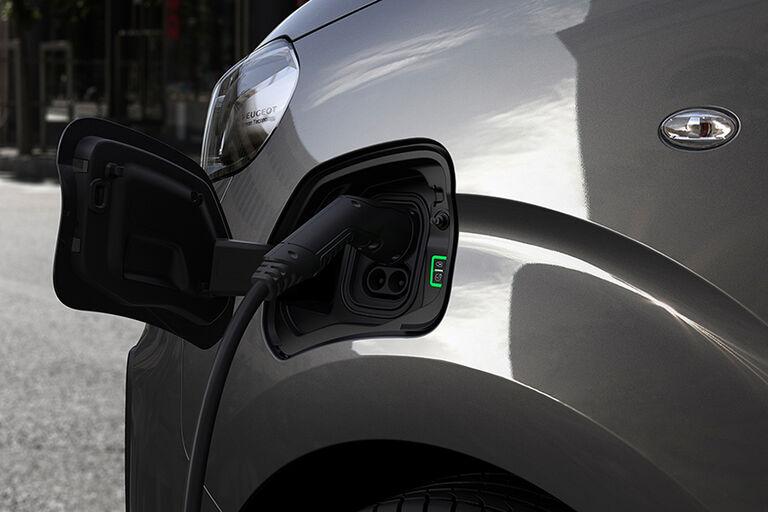 Peugeot Traveller lade_900x600.jpg
